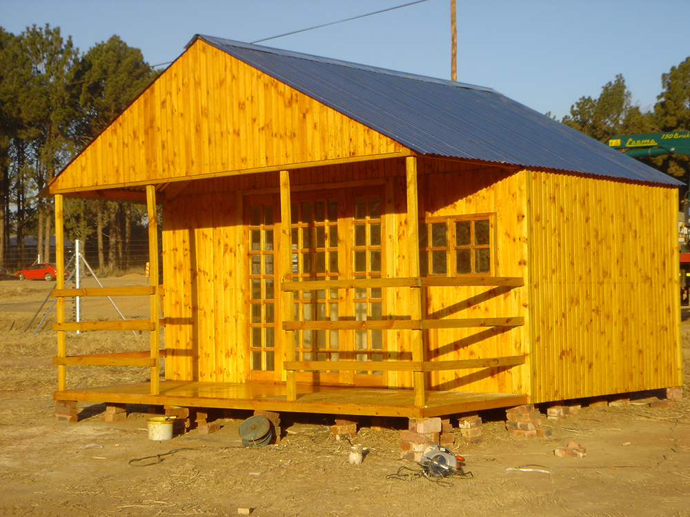 Wendy house photos nambi log homes for Building a wendy house from pallets